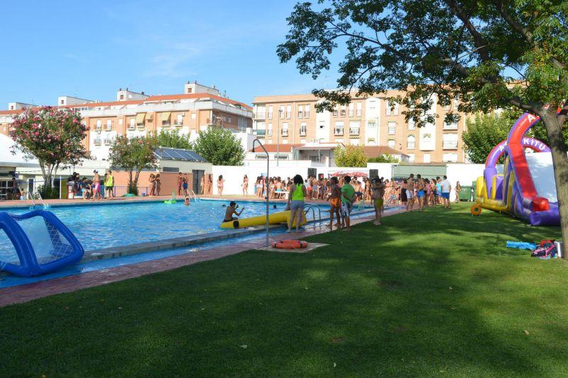 Este viernes se celebra la fiesta del agua en don benito for Piscina don benito